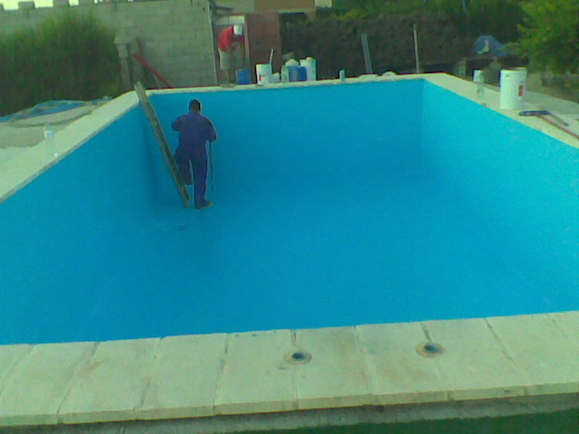 Poliester redondo for Recubrimientos para piscinas